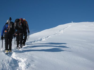 top-outdoor-Winter-mountain-walking-North-Wales